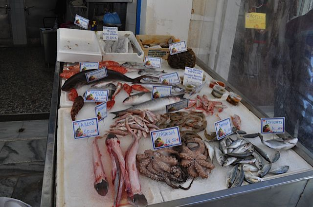 Click for popup of 53-local-seafood-syros.jpg