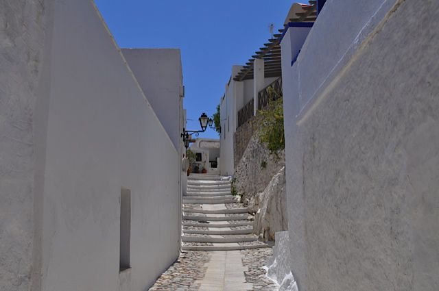 Click for popup of 55-old-town-narrow-streets.jpg