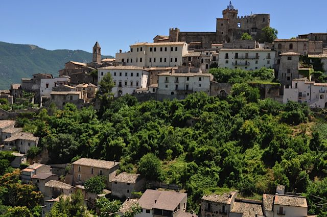 Click for popup of 64-typical-italian-village-perched-on-side-of-hill-with-church-or-castle-on-top.jpg